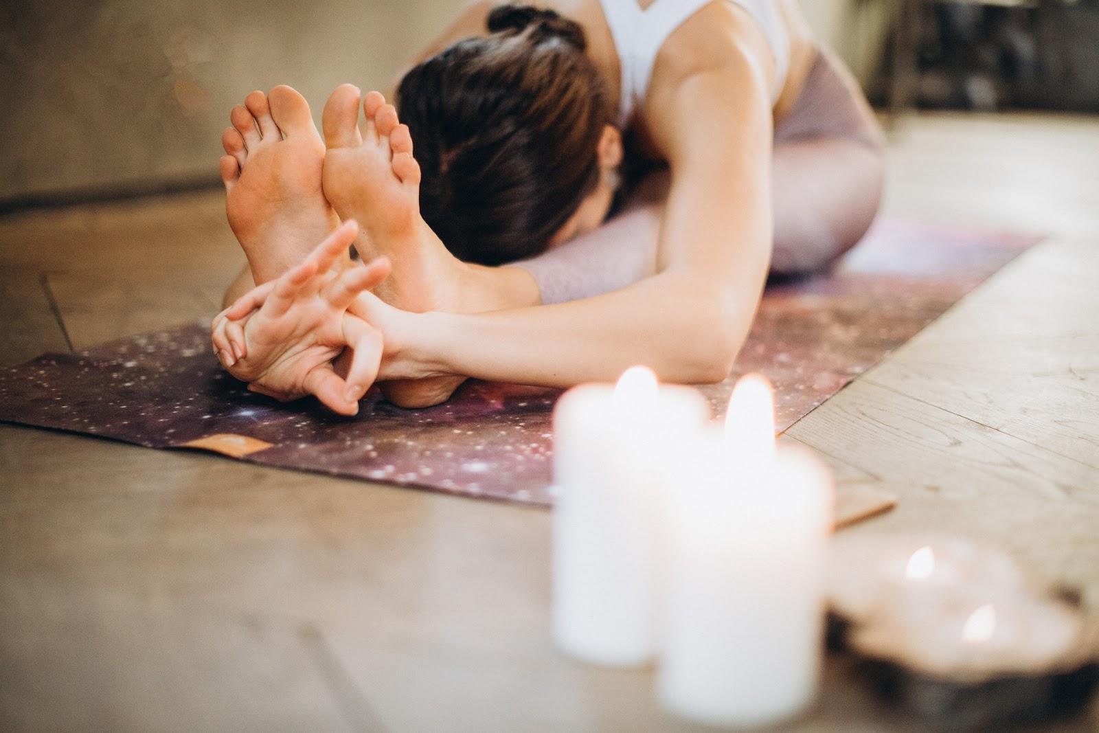 Yoga é uma filosofia de vida e uma jornada em direção ao autoconhecimento. (Fonte: Pexels)