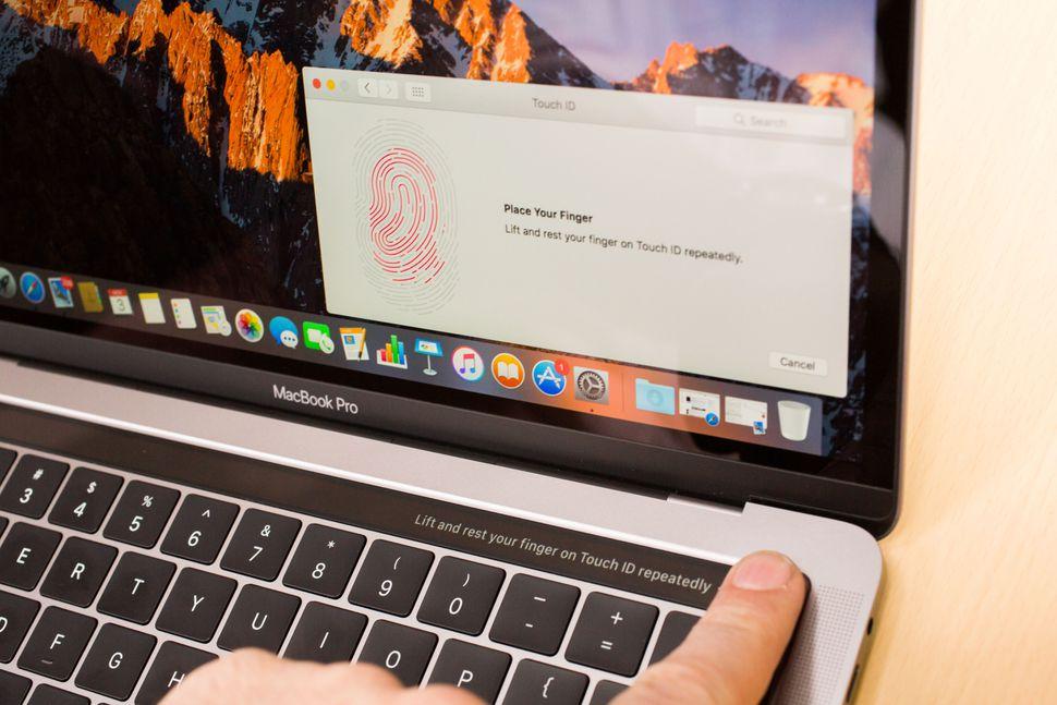 Đánh giá chung về Macbook Pro 13 inch Touch Bar 2017 | HNMAC