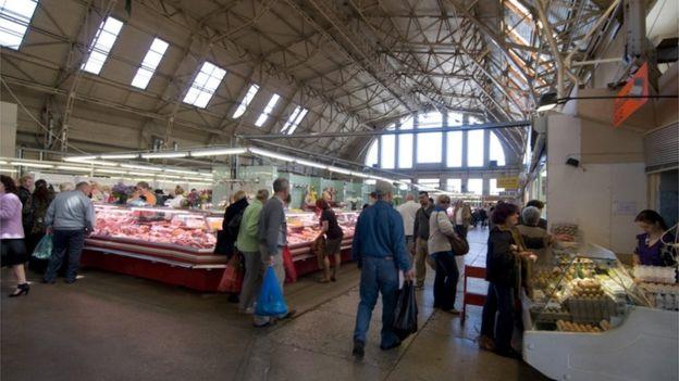 На центральном рынке в Риге