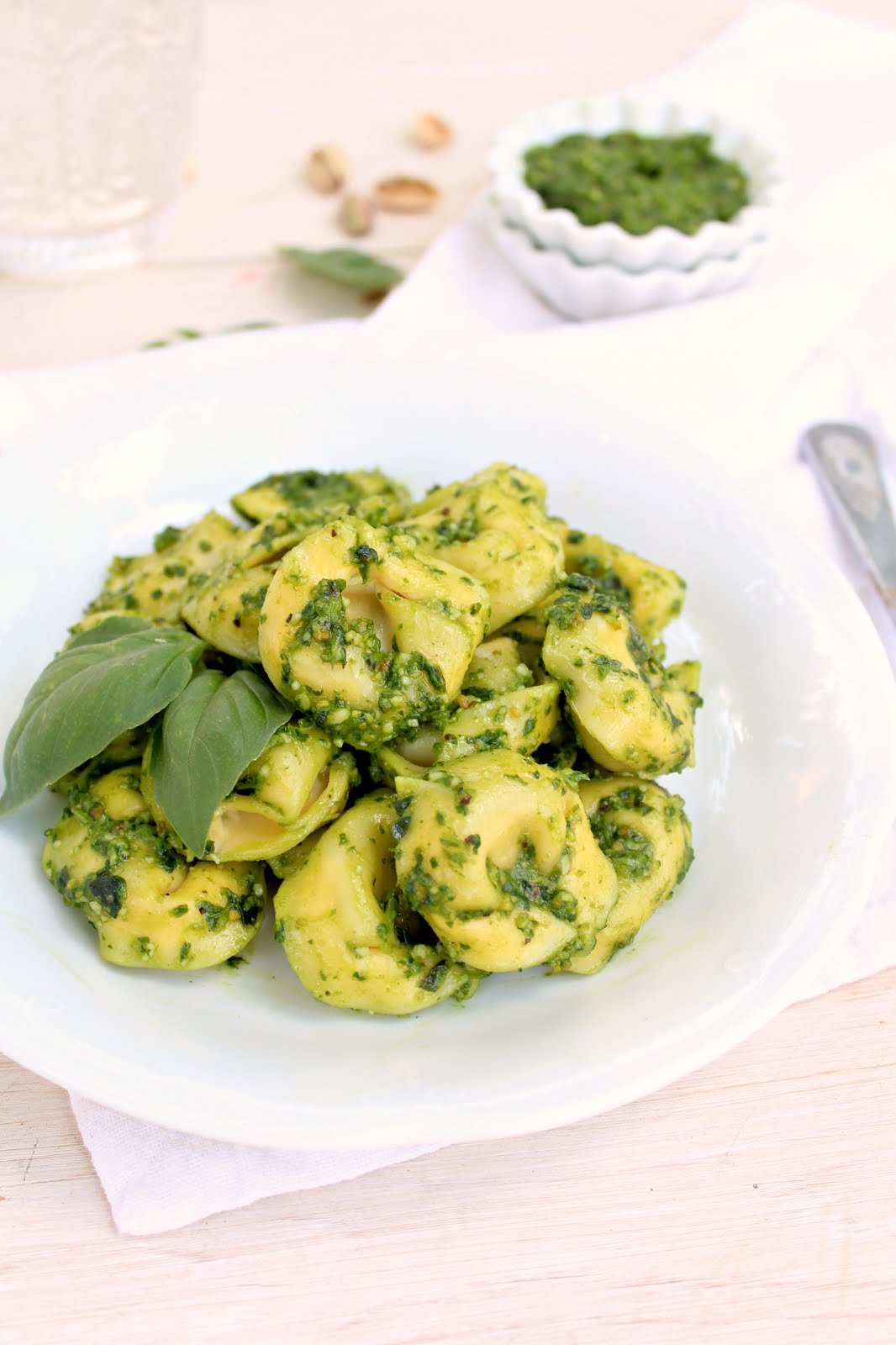 Spinach Feta Pesto Tortellini Salad: healthy, easy to make and super flavorful!