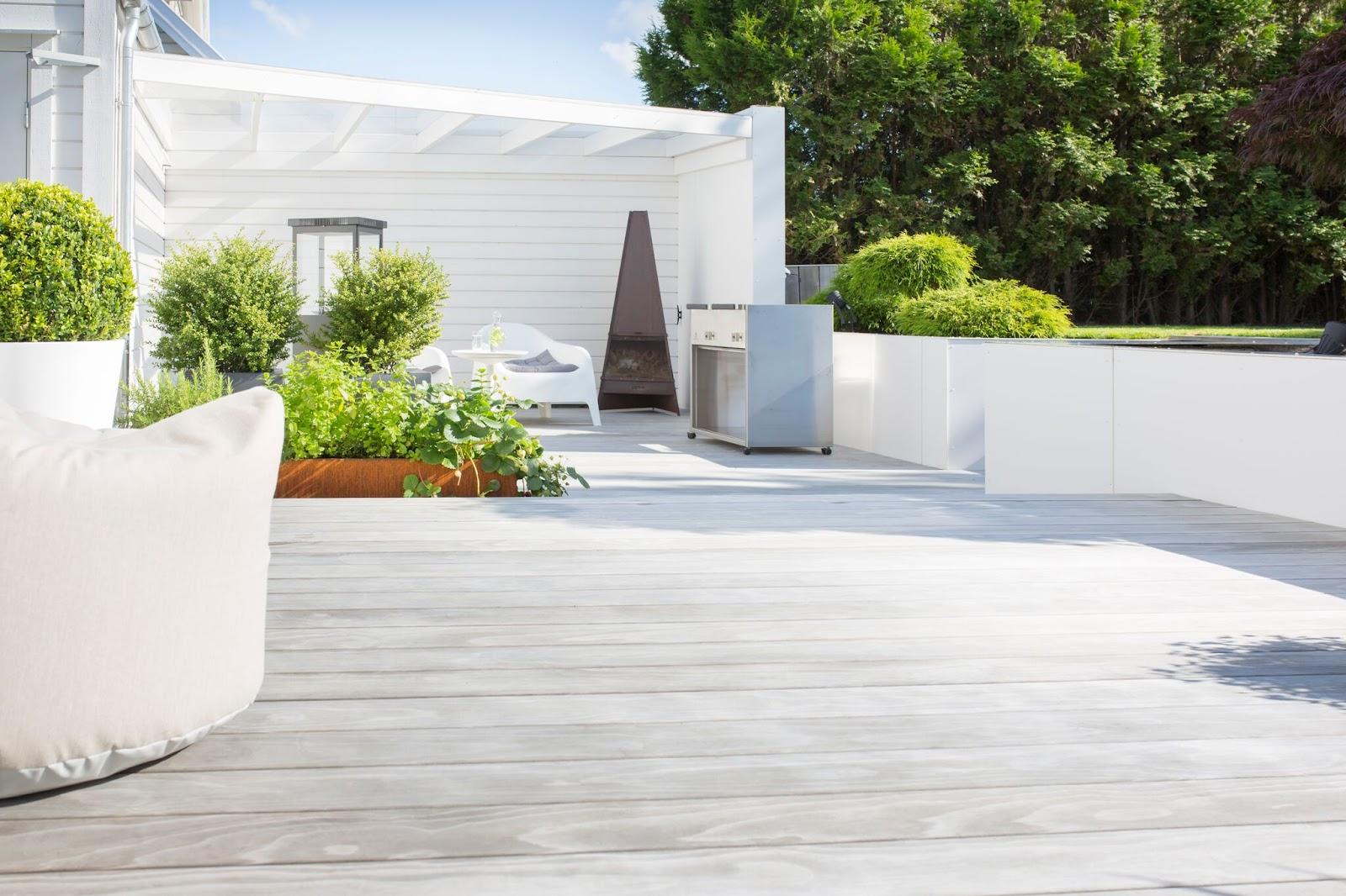 Kebony Vedlikeholdsfrie terrassebord får en fin gråtone etter det har blitt utsatt for vær og vind