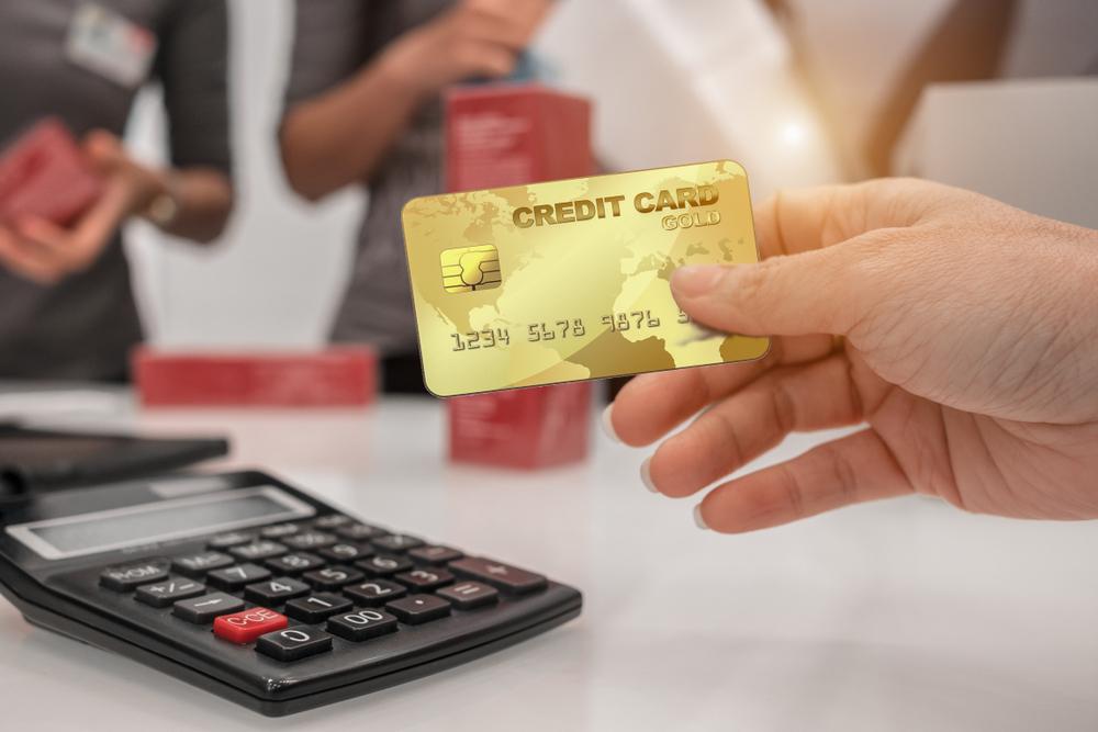 So sánh vay tín chấp và thẻ tín dụng