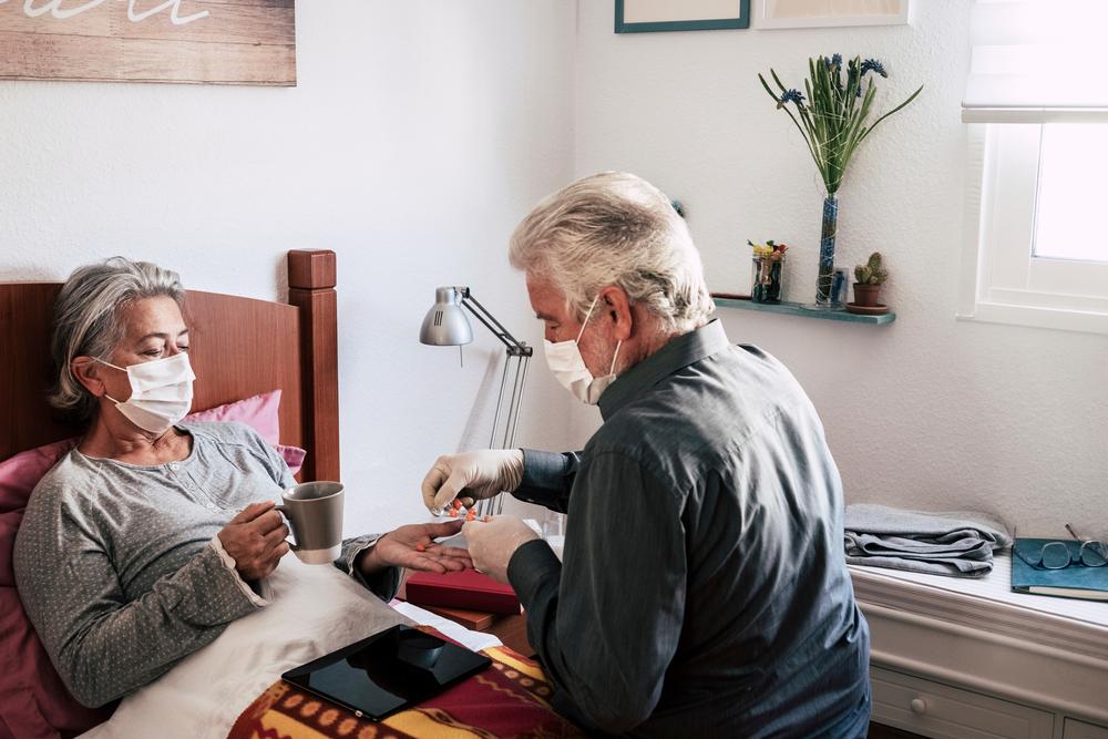 Especialistas seguem alertando para risco do desenvolvimento da hepatite medicamentosa em quem usa a ivermectina de forma descontrolada. (Fonte: Shutterstock)