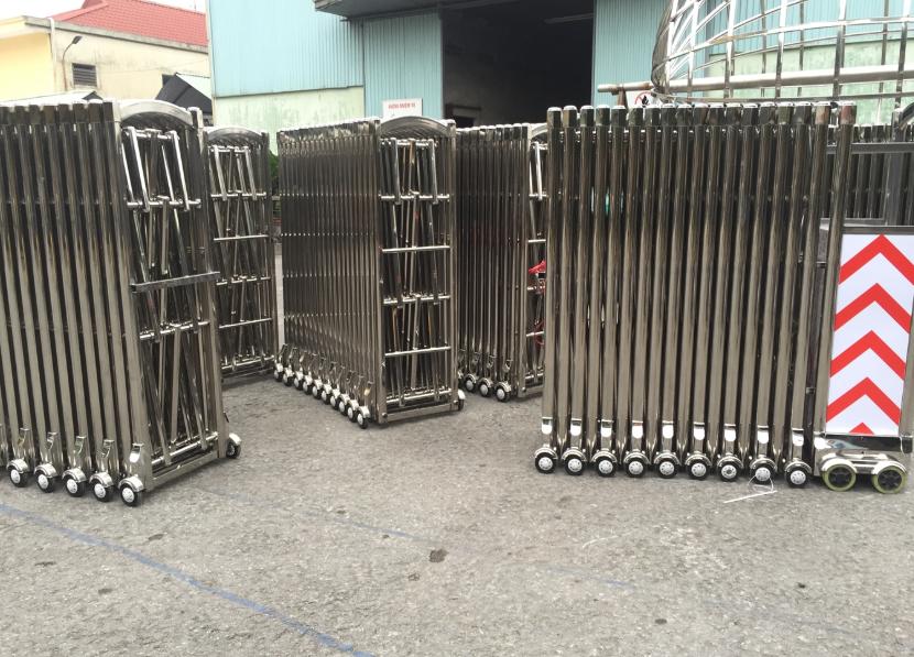 2 loại cổng xếp thông dụng khác biệt chất liệu sản xuất