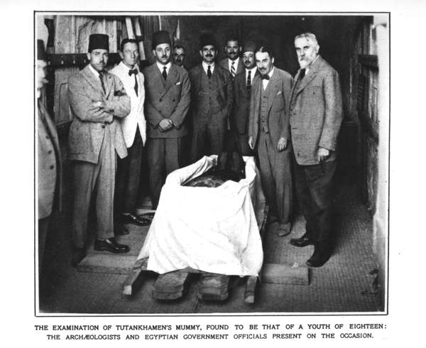 Image of The archaeologists and Egyptian government officials at the examination of Tutankhamun's mummy (b/w photo), The Illustrated London News Picture Library, London, UK, mummy is that of 18 year old; © Bridgeman Images