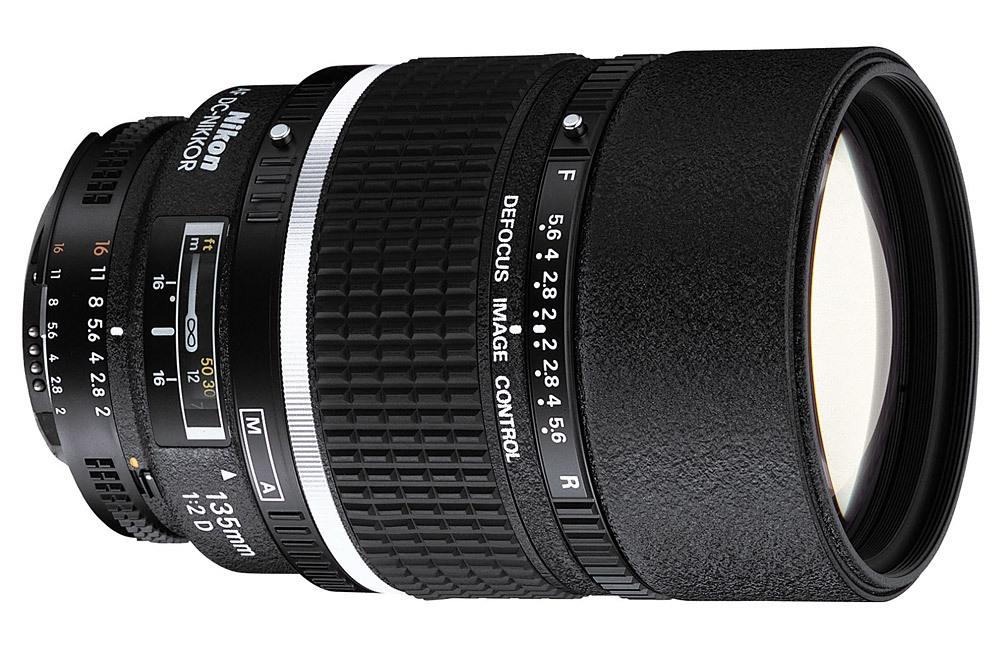 Nikon 135mm f / 2 DC