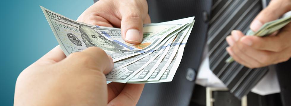 Lời khuyên khi vay tiền từ bạn bè hoặc người thân