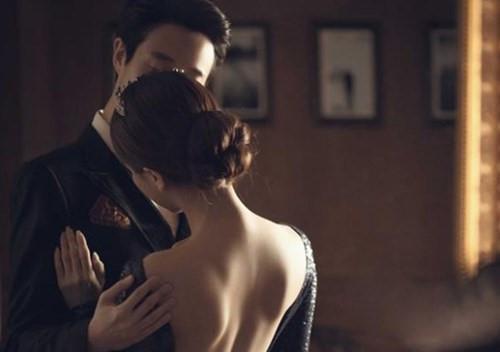 Đàn ông khi yêu xa thường dễ bị lạc nhịp bởi người thứ ba