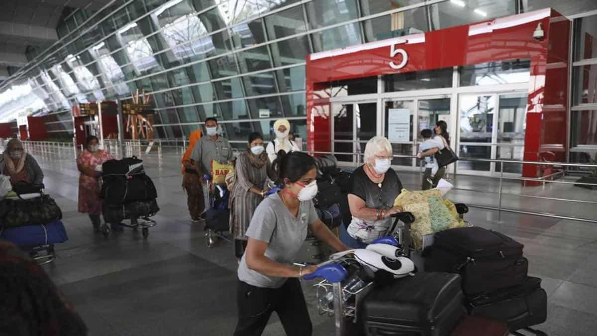 News updates from Hindustan Times: Delhi airport to reopen with new rules  including mandatory masks and all the latest news - india news - Hindustan  Times