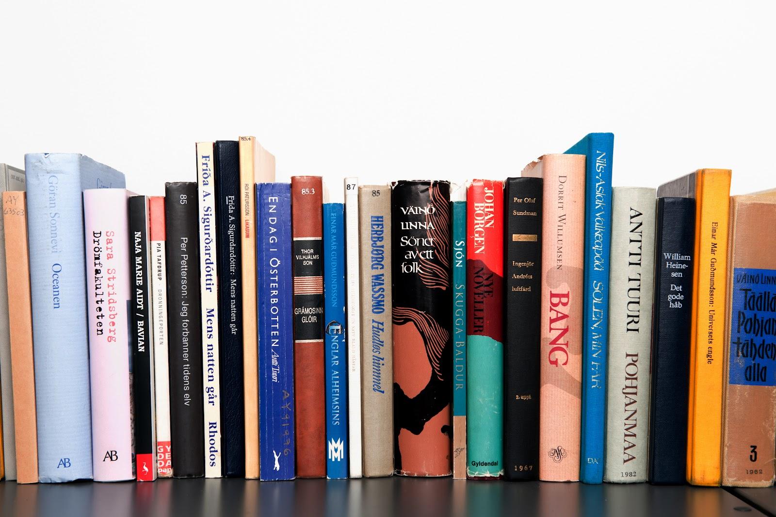 https://upload.wikimedia.org/wikipedia/commons/7/76/Urval_av_de_bocker_som_har_vunnit_Nordiska_radets_litteraturpris_under_de_50_ar_som_priset_funnits_%282%29.jpg