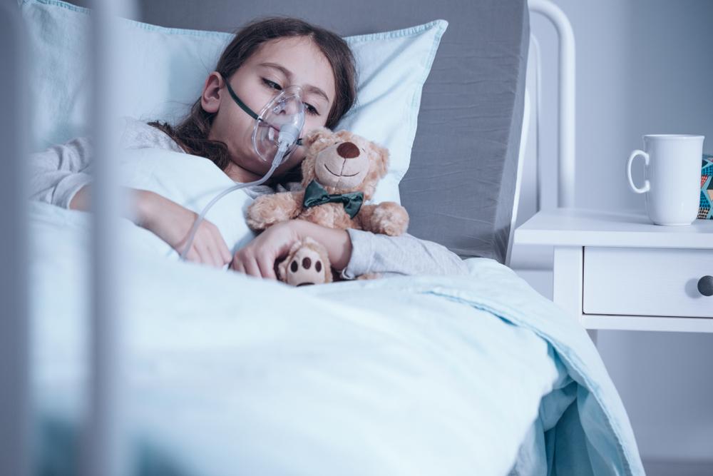 Hospitais paulistas, tanto públicos quanto privados, registraram aumento de internações infantis nos dois primeiros meses de 2021. (Fonte: Shutterstock/Photographee.eu/Reprodução)