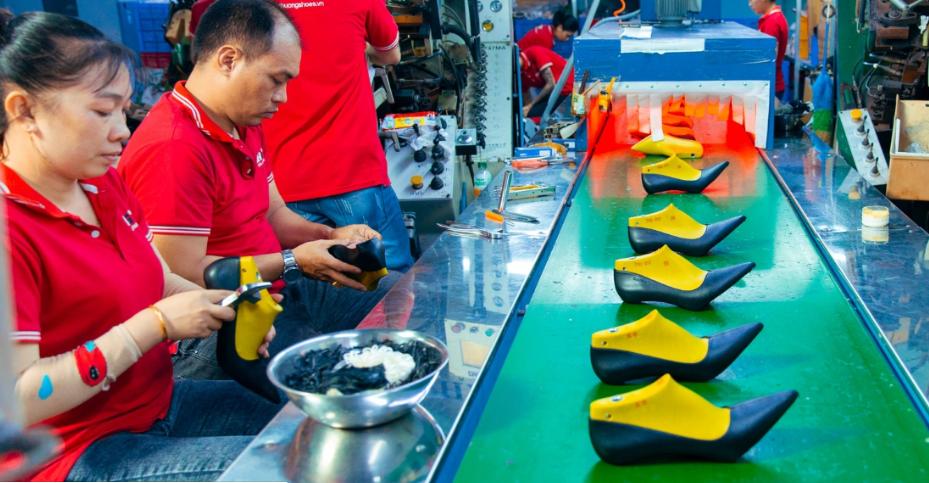 Tìm hiểu về xưởng sản xuất giày dép Thiên Hương