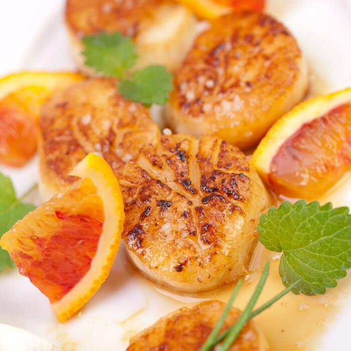 新鮮的干貝,只需兩面小火乾煎至略焦即可,千萬不要煎太久,否則水分盡失就嚐不到鮮嫩的口感囉。