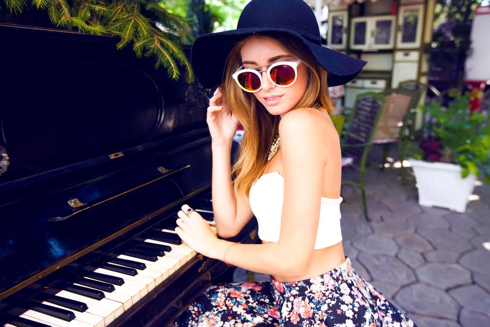 Blusa cropped: descubra mil e uma maneiras de usar essa peça fashion