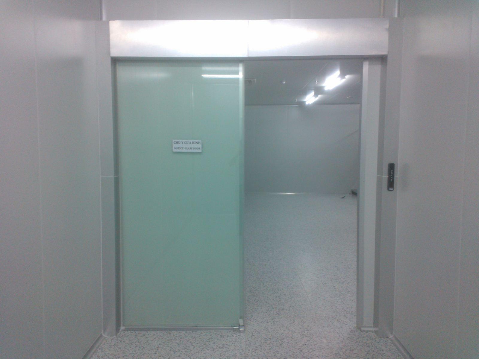 Cửa tự động dùng trong bệnh viện được điều khiển bằng công tắc