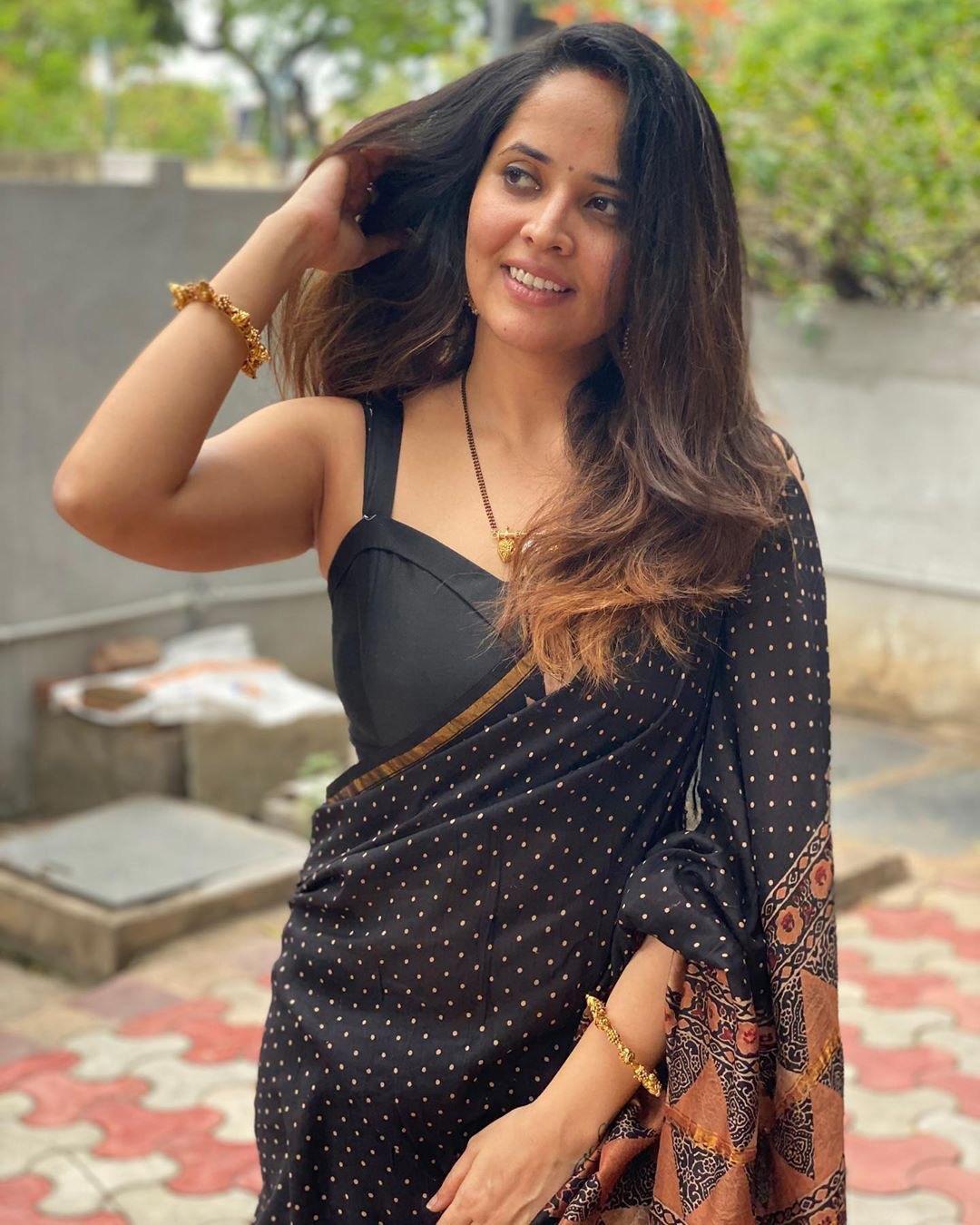 Anasuya beautiful photos in black saree Navel Queens