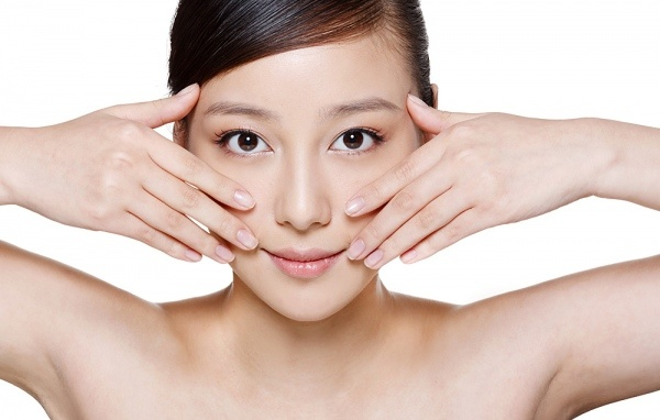 Chăm sóc da mặt bằng cách massage da mặt