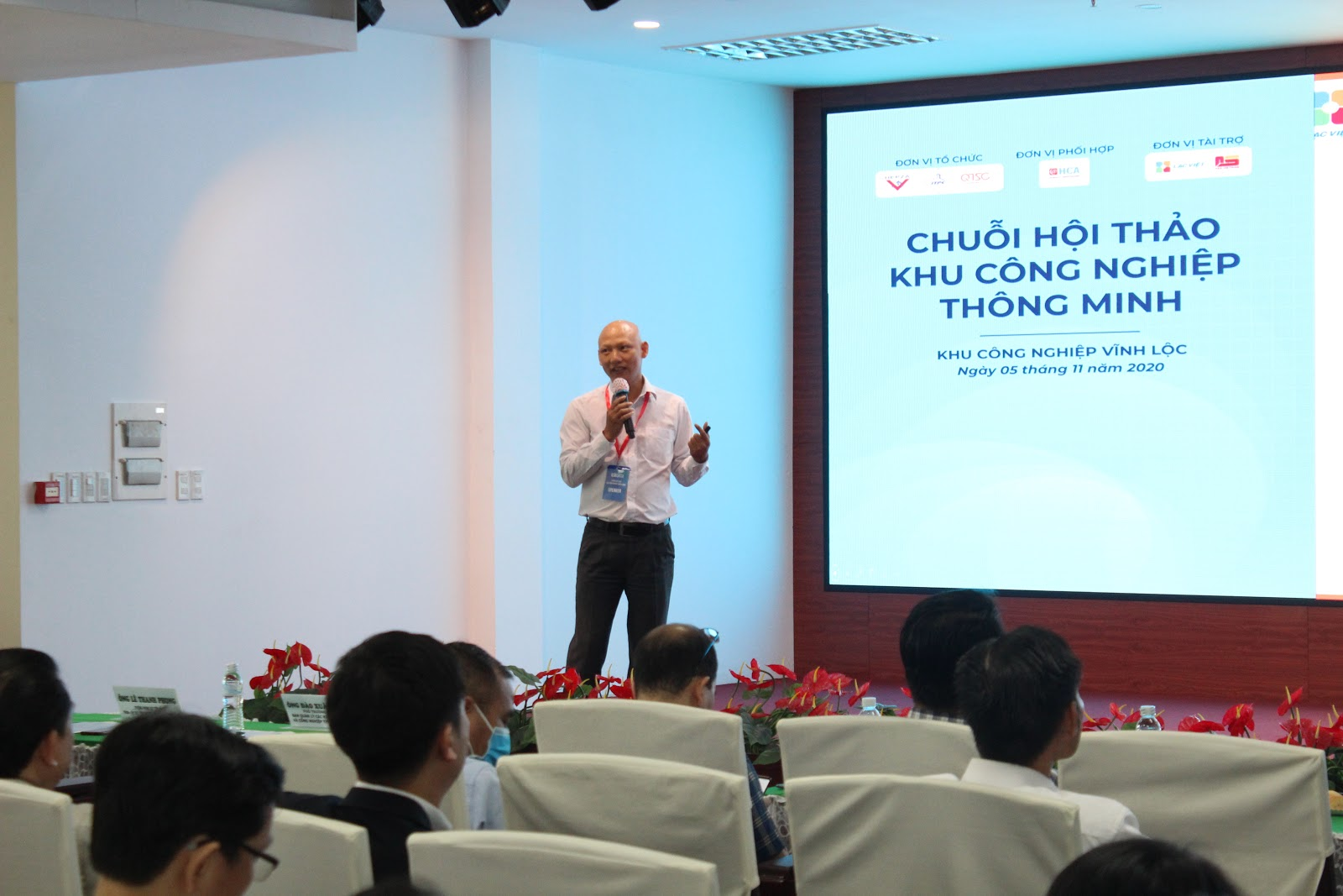 Ông Phạm Hữu Thời – Giám đốc phát triển ERP, Công ty CP Tin học Lạc Việt giới thiệu giải pháp LV SureERP tại hội thảo