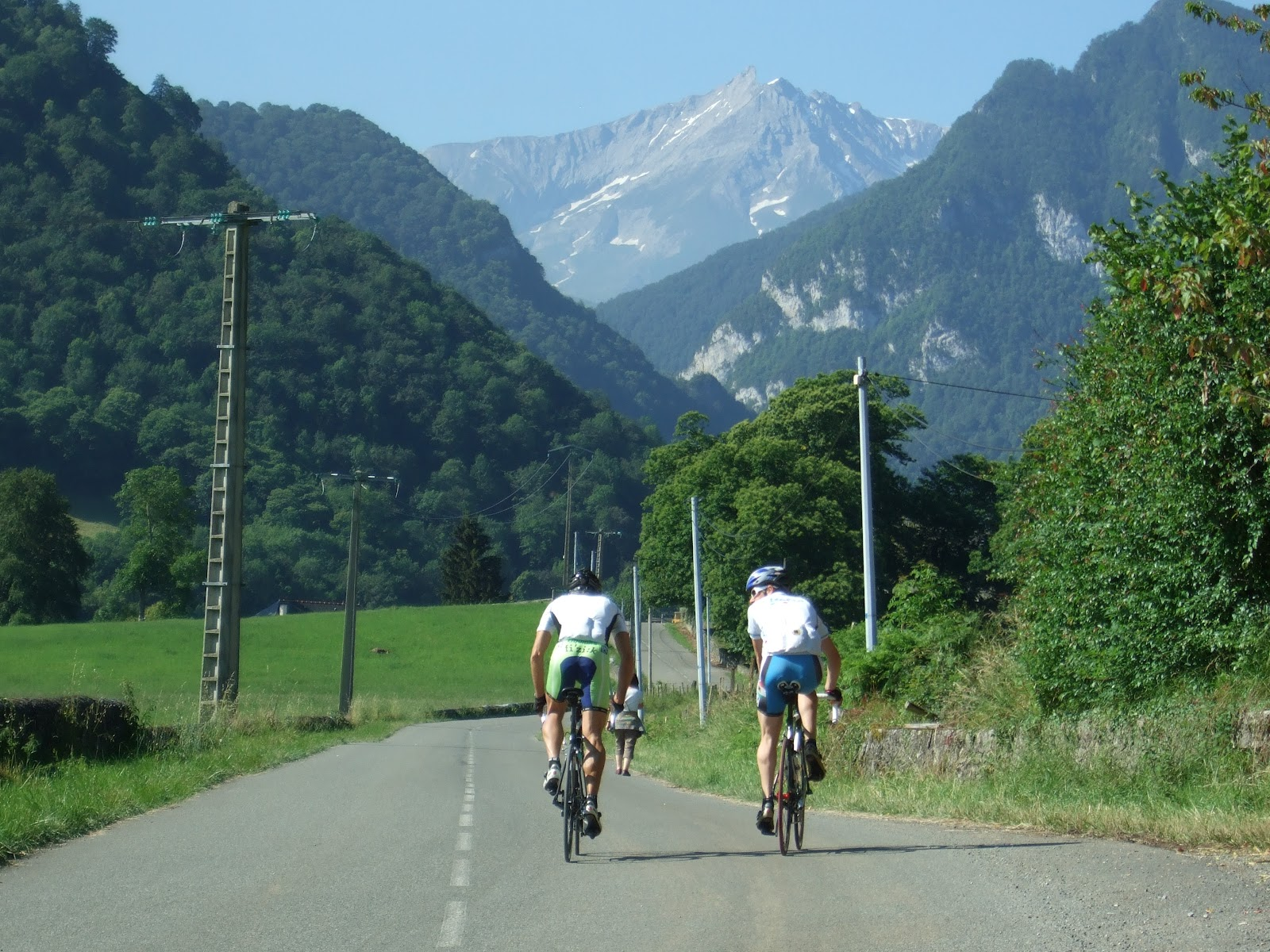Col du Soulor from Ferrieres - cyclists riding on road