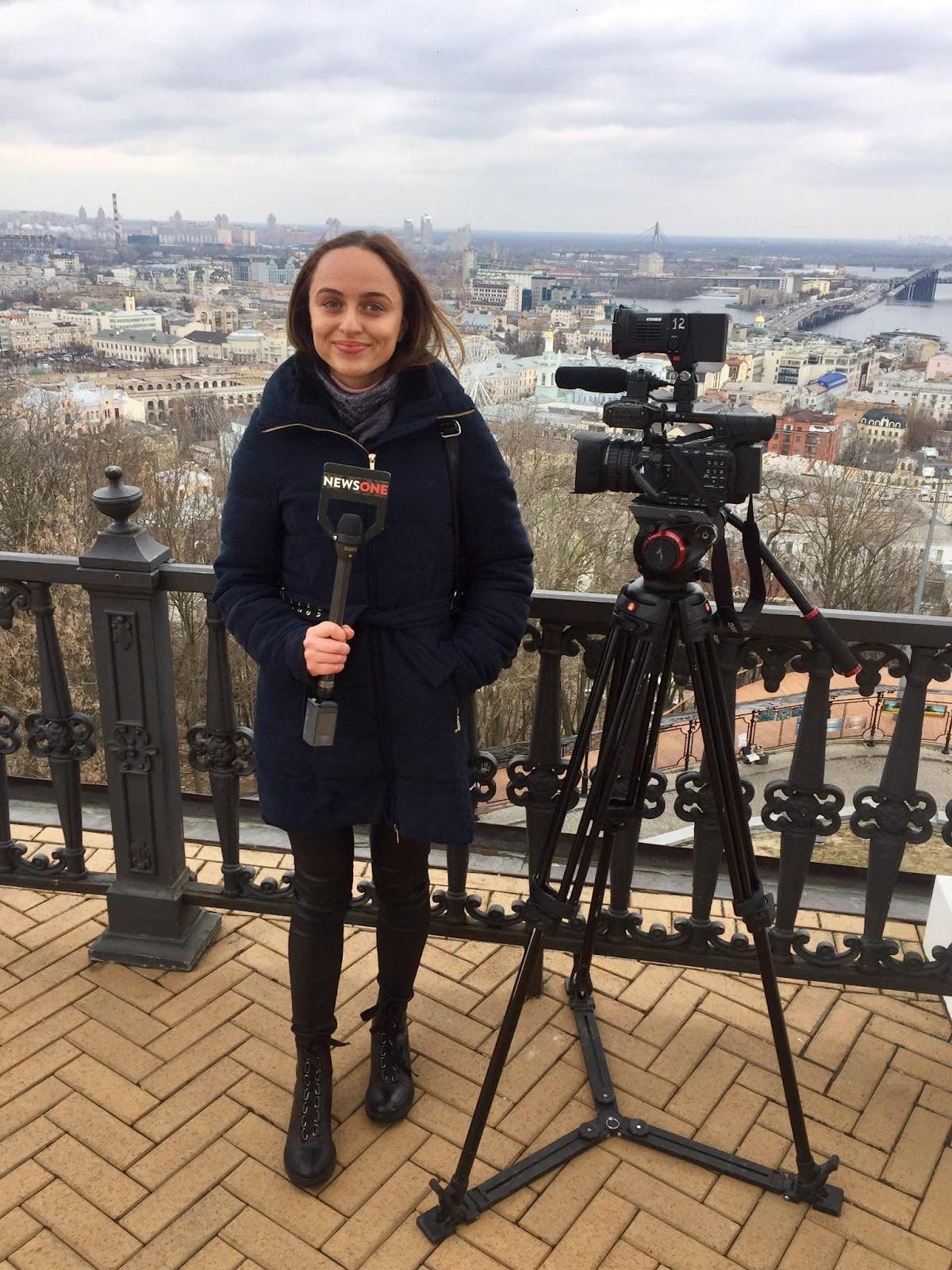 Журналістка телеканалу NewsOne Тетяна Жембоцька скаржилася на виступ Любові Величко і знімала її на мобільний телефон без жодних пояснень