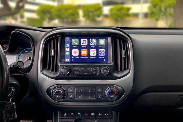 Imagen parcial de un coche  Descripción generada automáticamente con confianza media