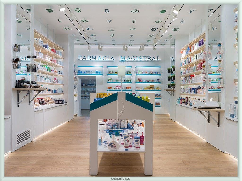 A imagem mostra uma farmácia com pouca disposição de produtos, mas com uma estética clara e bem iluminada.