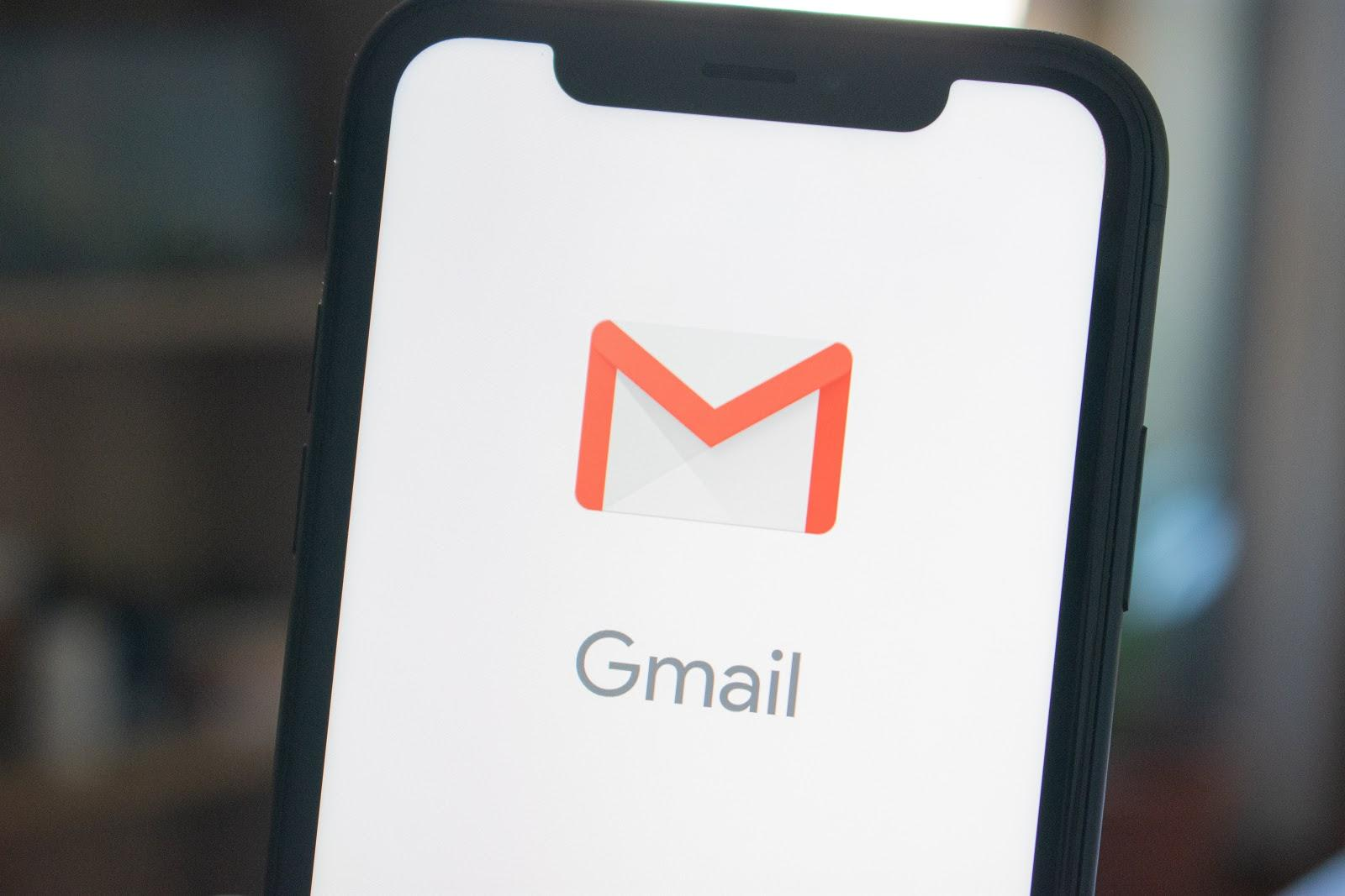 The email sequence should be composed of three to four emails: a welcome email, the email sent one week before the event, the email sent the day before the webinar, and the email sent an hour before the scheduled time.