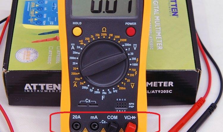 Các đầu cắm que đo của đồng hồ vạn năng điện tử