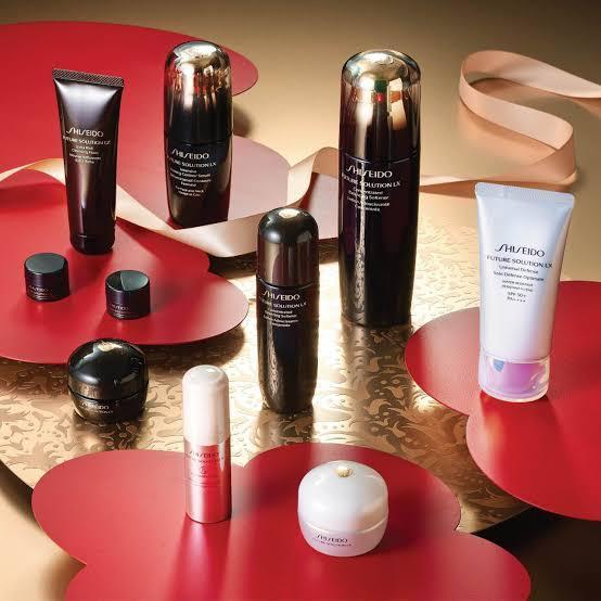3. Future Solution Firming and Regenerating Skincare Set จาก Shiseido