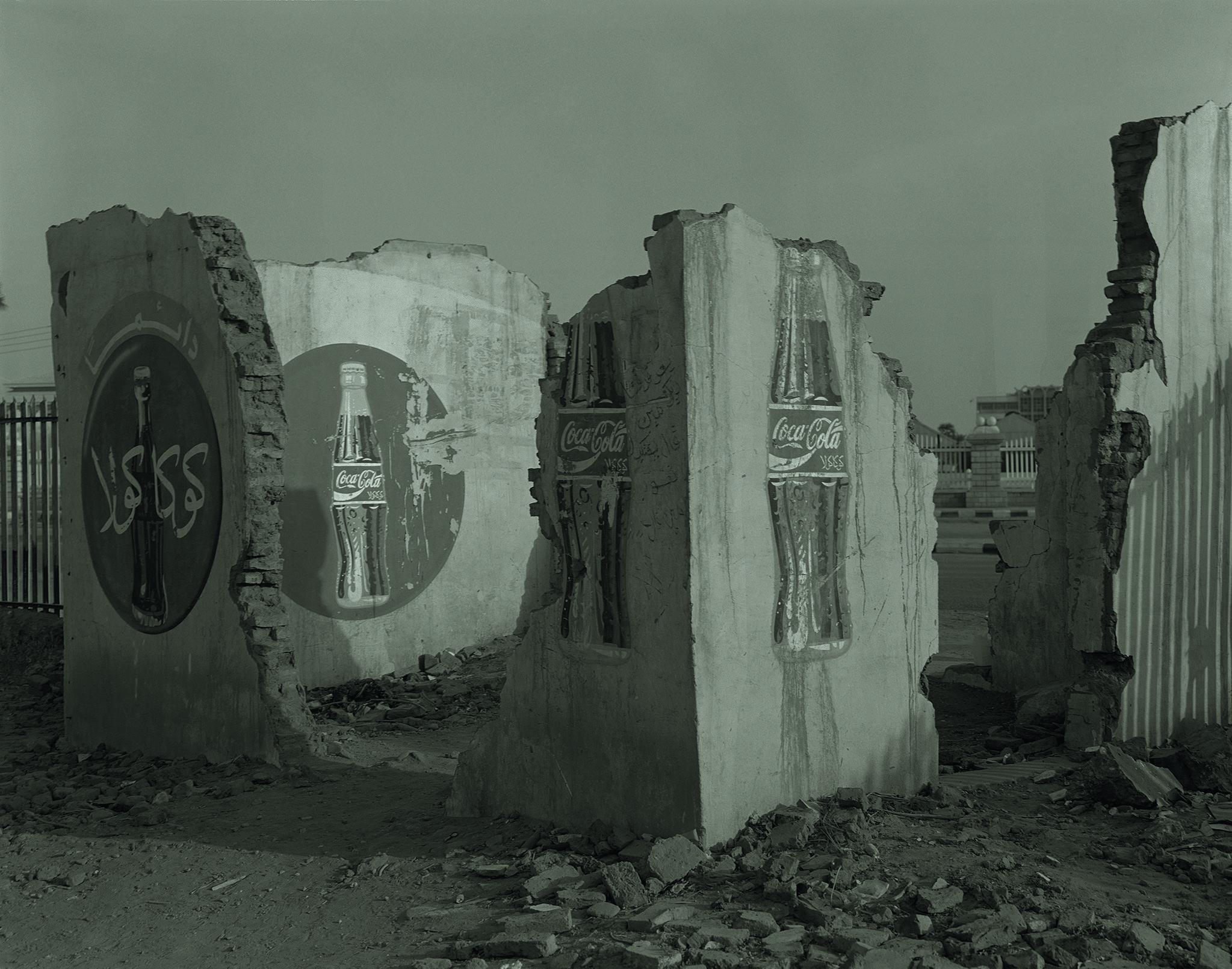 583. Vestiges d'une cafétèria / Jardin du 6 avril / Khartoum / Juin 2001© Claude Iverné - Elnour
