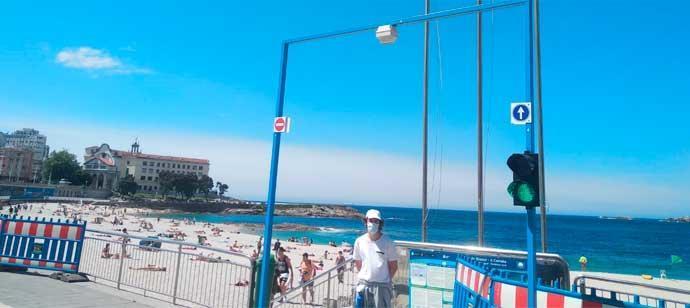 Los semáforos regulan el acceso a las playas de A Coruña