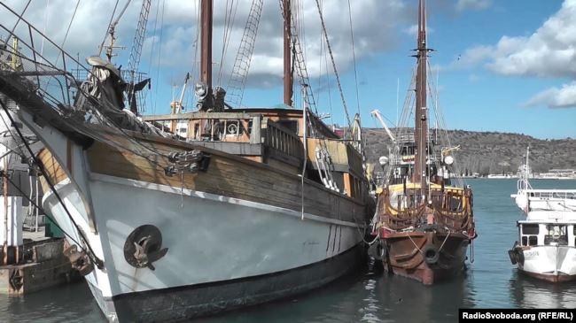 Шхуна «Морская звезда» («Еспаньола») в Севастопольській бухті в анексованому Криму
