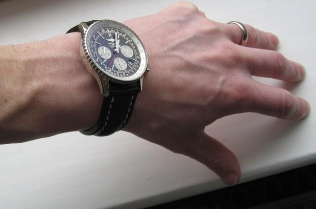 http://img832.imageshack.us/img832/9326/wristshot2.jpg