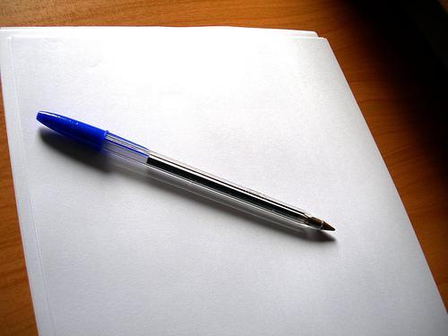 http://megustalapapeleria.files.wordpress.com/2012/05/folio-en-blanco-y-un-boli-bic-azul.jpeg