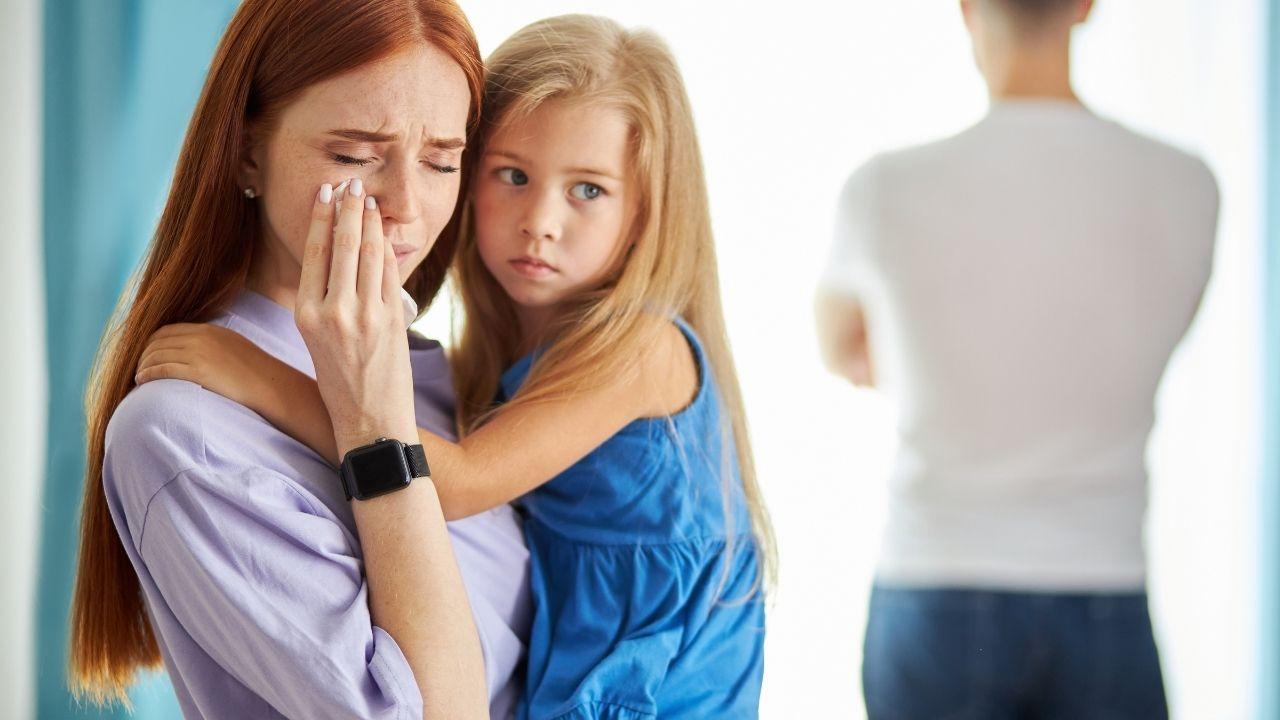 Femme dominée avec sa fille