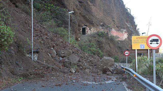 Desprendimiento en la carretera de Los Olivos, Gran Canaria. (Foto: Alejandro Ramos).