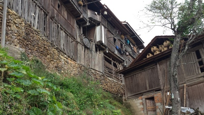 village maison.jpg