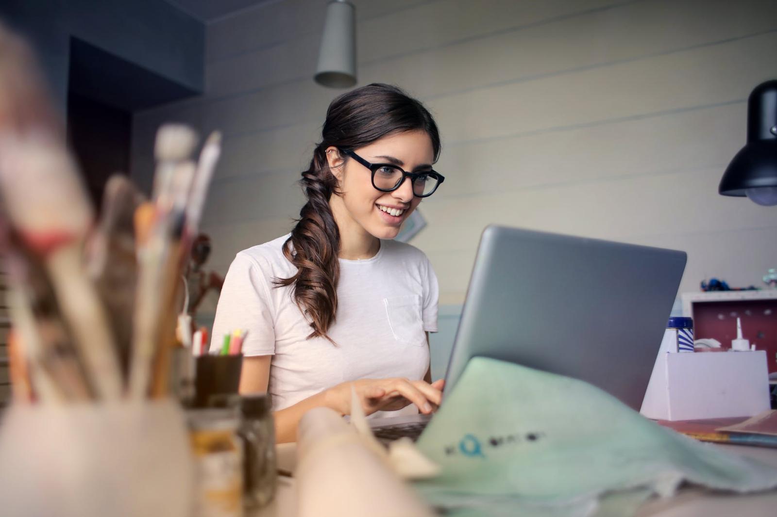 Carilah pekerjaan sampingan yang sesuai dengan kondisimu dan keahlianmu