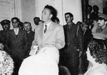 Περιγραφή: Απολογούμενος σε δίκη στη Λαμία