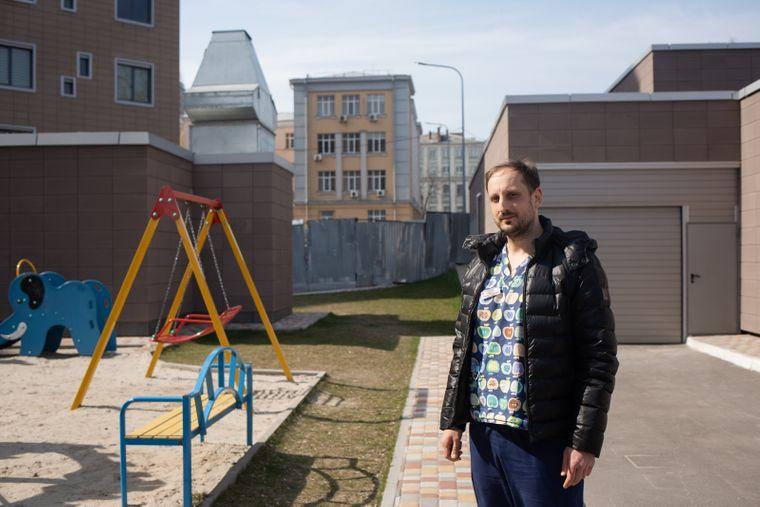 Врач-гематолог Александр Лисица заведует отделением трансплантации костного мозга в Охматдете, где сделали первую в Украине несемейную трансплантацию костного мозга, Киев, 27 марта 2020 года