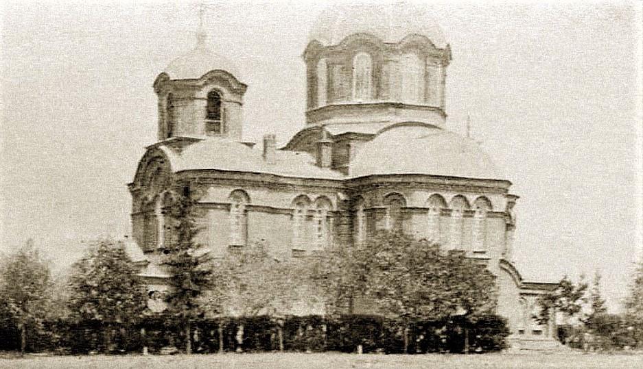 Церкву св. Кирила і Мефодія розібрали у 1934-му. Стояла з лівого боку нинішнього Московського проспекту, коли рухатися від «Турбоатома» до центру міста