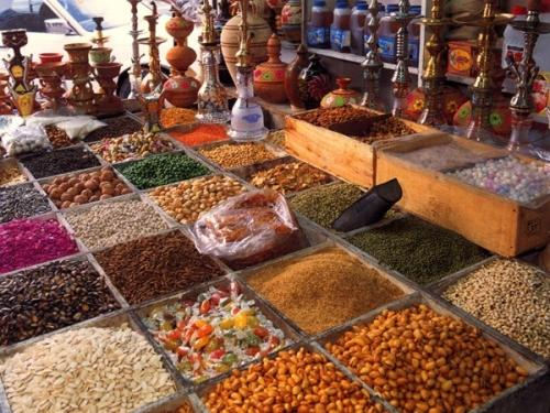 https://dubaidesertsafaris.files.wordpress.com/2012/10/spice-souq-2.jpg
