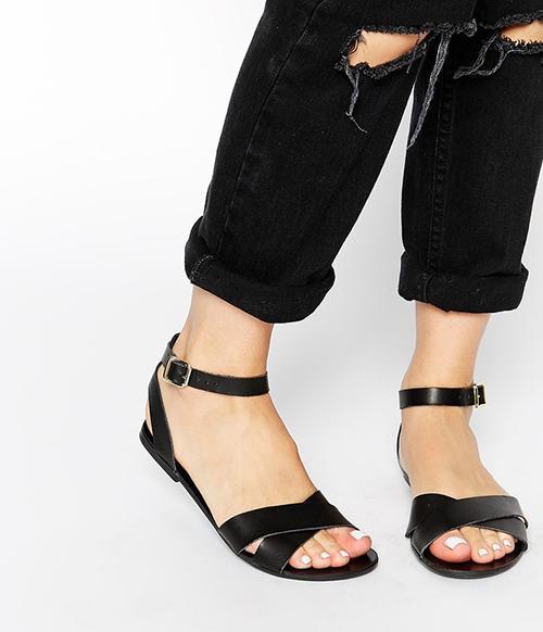 6-tieu-chi-giup-ban-nu-chon-giay-sandal-dep
