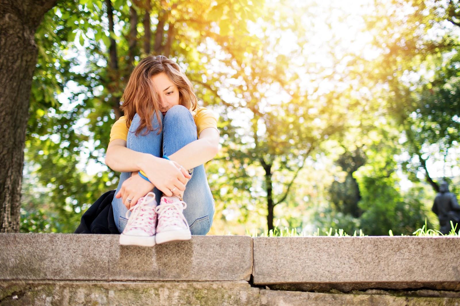 depressed-teenage-girl-497441764-581fa6fb3df78cc2e83f8b37.jpg