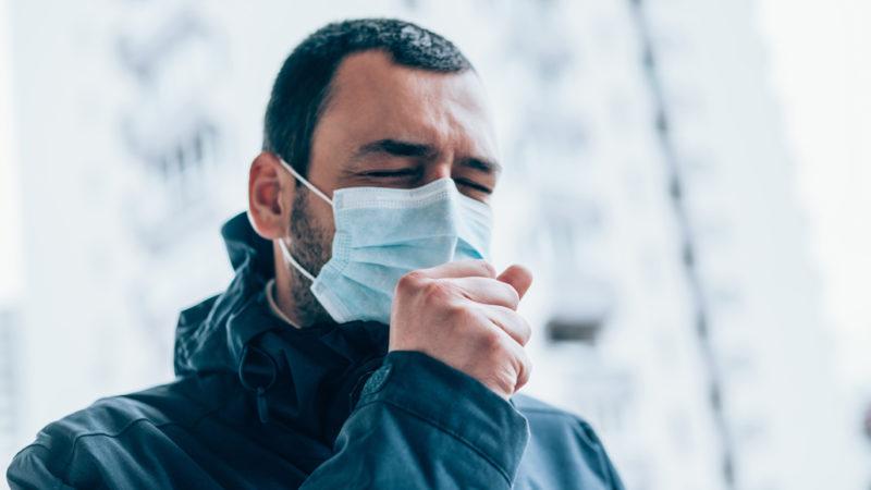 السعال الجاف هو أحد الأعراض الملازمة لنزلات البرد والأنفلونزا