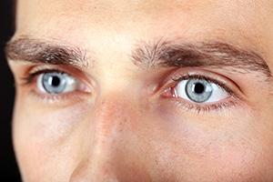 Lidkorrektur für Männer in Klinik für Schönheitsoperationen Dr. Kümpel Berlin