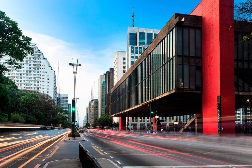 A Avenida Paulista é o cartão postal de São Paulo.