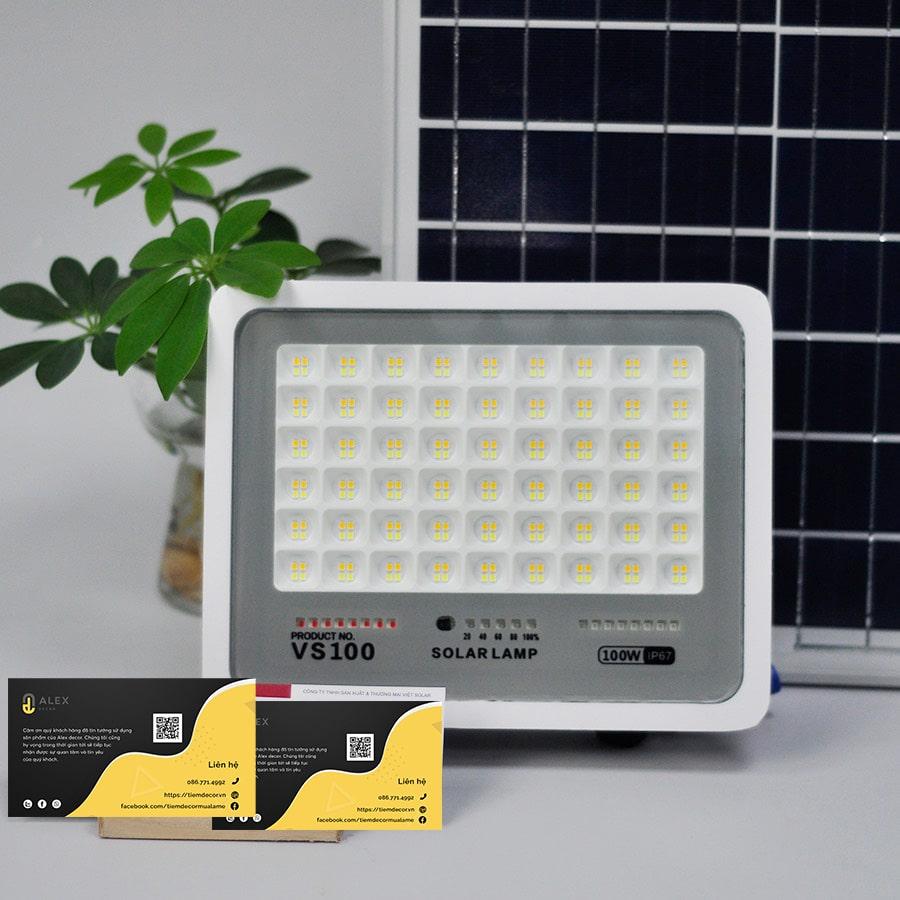 giá đèn năng lượng mặt trời 50W