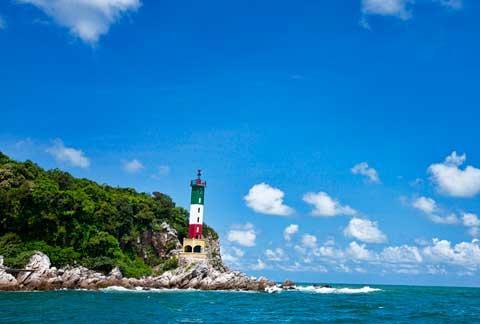 Bãi đá Cầu Mỵ và các bãi biển đẹp hoang sơ, lộng lẫy