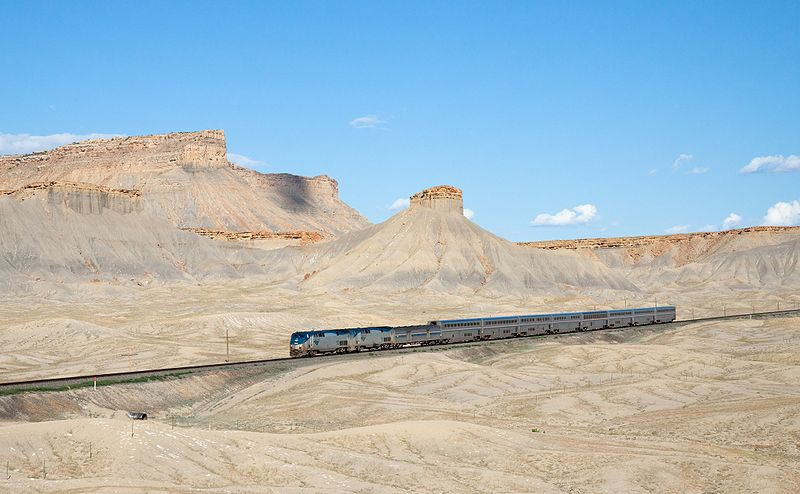 800px-Amtrak_California_Zephyr_Green_River_-_Floy,_Utah.jpg